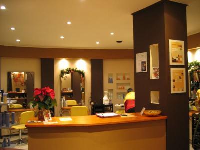 Wnętrze salonu - recepcja - kliknij, aby powiększyć