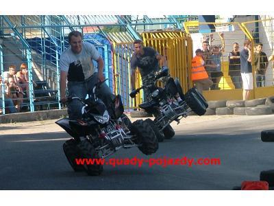 Quady -zdjęcie z pokazu jazdy quadami MOSIR Gdynia - kliknij, aby powiększyć