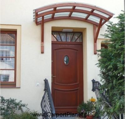 Daszek drewniany nad drzwi zewnętrzne