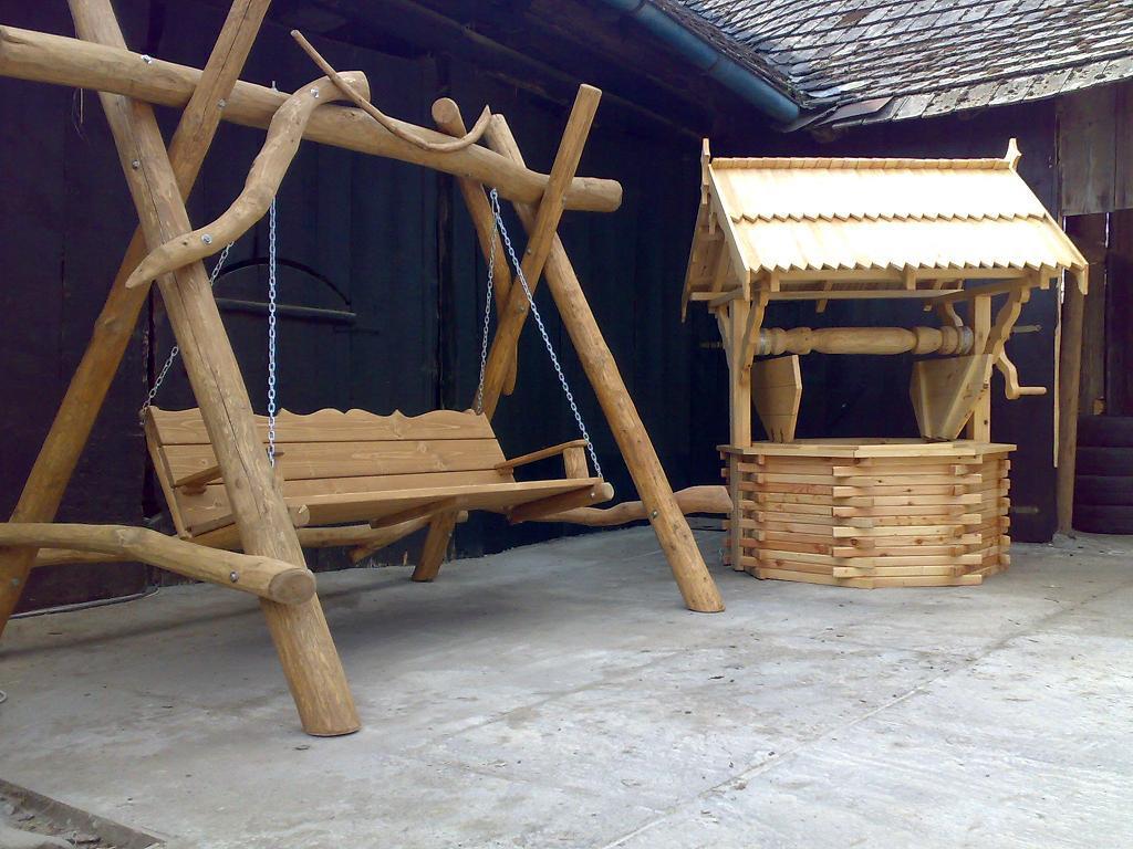 Meble Ogrodowe Z Grubych Bali Drewnianych : z9~[wMEBLE OGRODOWEHUSTAWKI Z BALI DREWNIANYCH