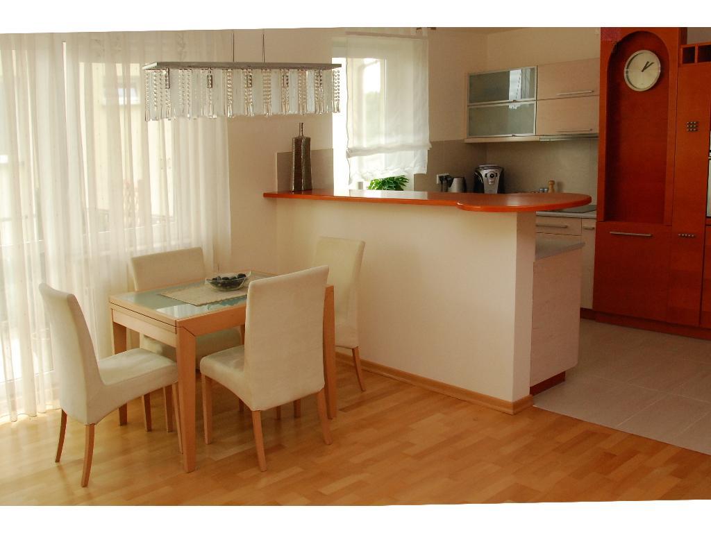Zrealizowany projekt wnętrza mieszkalnego widok na salon i aneks