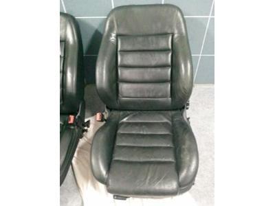 Fotel przed renowacja - kliknij, aby powiększyć