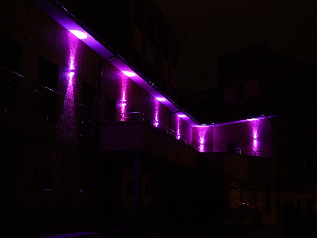 Iluminacja światłem Led Rgb Wew I Zew Budynkó Galeria