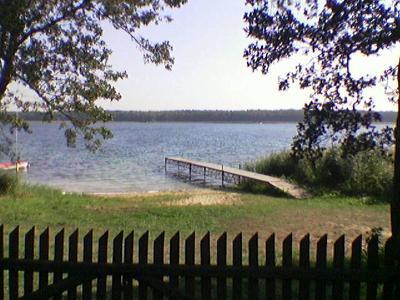 Plaża i jezioro powidzkie z dostępem do wody - kliknij, aby powiększyć