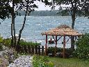 Noclegi nad jeziorem powidzkim z dostępem do wody i czarter jachtu