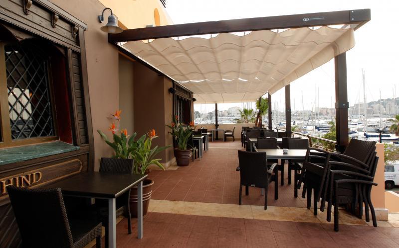 Markiza zadaszenie typ patio os ona przed s o cem i for Fotos de patios con piletas