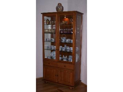 Witryna, lite drewno, szkło, podświetlona - kliknij, aby powiększyć