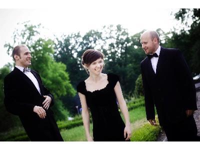 Elegancka oprawa ślubu i przyjęcia