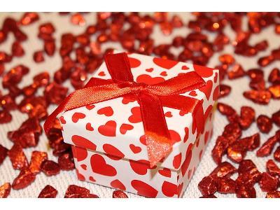 Ciekawe pomysły na świąteczny upominek dla ukochanego