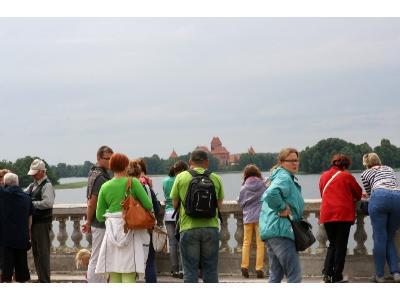 TROKI; widok z tarasu pałacu Tyszkiewiczów - kliknij, aby powiększyć