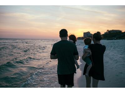 Dziecko na plaży, czyli co zabrać na wakacje?
