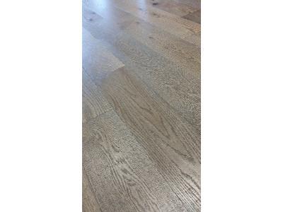 Układanie paneli podłogowych w czterech prostych krokach