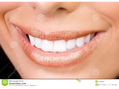 6 domowych sposobów na białe zęby