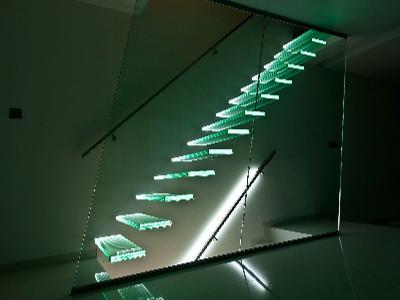 schody całoszklane z podświetleniem - kliknij, aby powiększyć