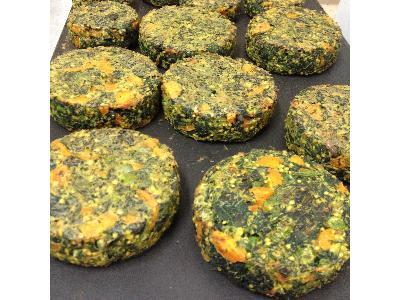 wegańskie kotlety ze szpinakiem i zielonym groszkiem - kliknij, aby powiększyć