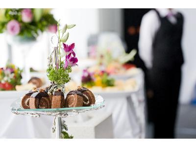 Weselny catering: przez żołądek do serca gości