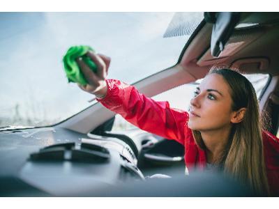 Jak szybko i skutecznie wyczyścić wnętrze auta?