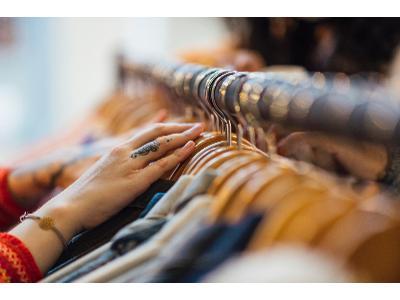 4 skuteczne wskazówki, jak kupować używaną odzież
