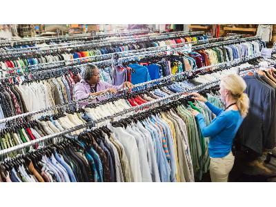 Tani sposób na modną szafę, czyli dlaczego warto kupować używaną odzież?