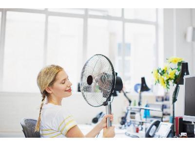 Jak ochłodzić mieszkanie? Sprawdzone sposoby na upały
