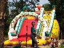 Malbork - park  linowy Jumpy Park - jeden z większych w Polsce. Na zdjęciu dmuchaniec dla maluchów.