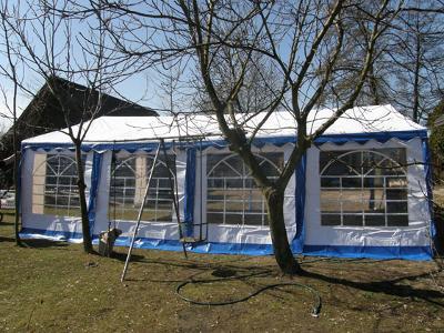 namiot biało-niebieski - kliknij, aby powiększyć