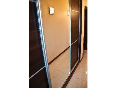 fasada szafy wnękowej (3 skrzydła) ze srebrnym lustrem aluminiowy system sevroll kolor srebrny - kliknij, aby powiększyć