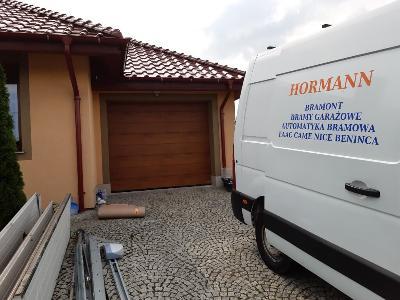brama segmentowa garażowa - kliknij, aby powiększyć